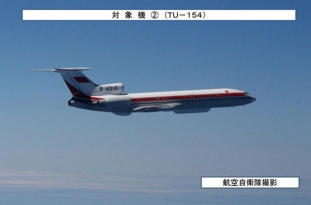 原文配图:日本航空自卫队拍摄的我军飞机照片
