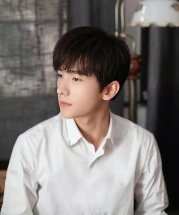 为何杨洋张艺兴钟爱白衬衫看了你就懂了