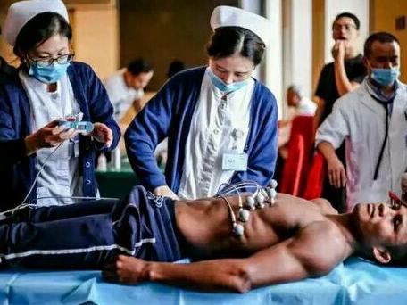 泰拳王播求钟情中国,海偻跬美女护士,身体反应把他出卖了