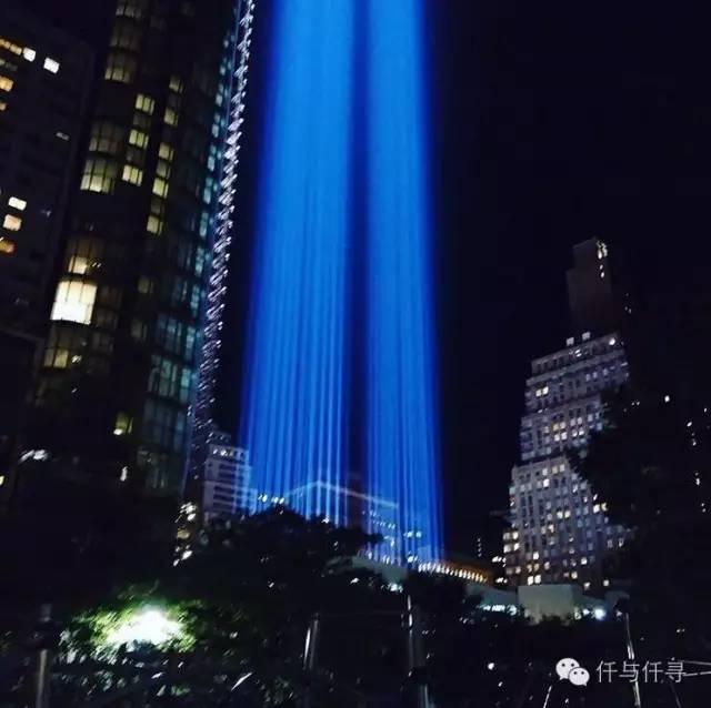 """人们叫它 """"双子塔之光""""tribute in light,来自纽约曼哈顿下城的911"""