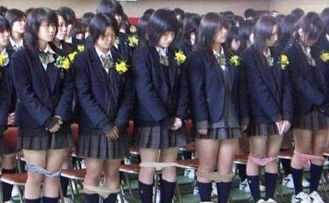 学校宿舍熄灯后有人吵闹 近600女生半夜罚站-八维