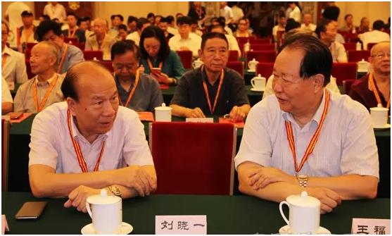 平同志秘书、原武警部队副司令员王福中中将亲切交谈-安居365工程图片