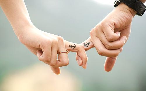 最新浪漫的情侣牵手图片大全 你是我最浪漫的事-腾牛个性网