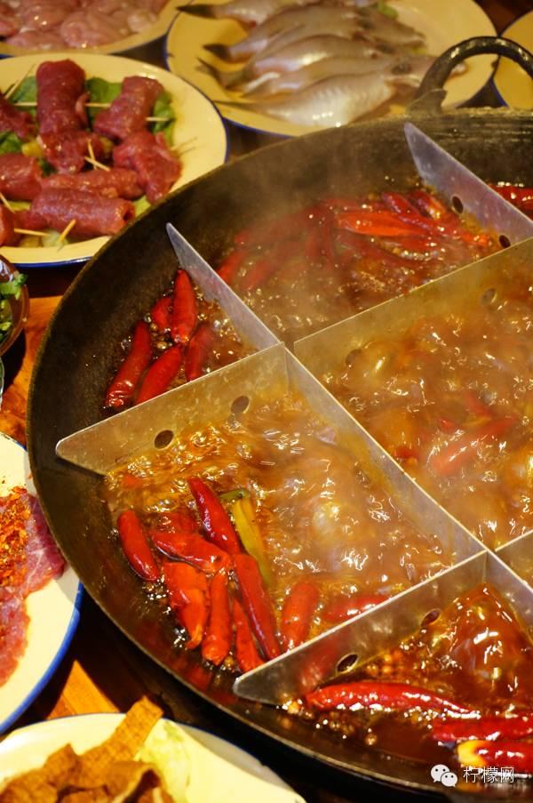 毛肚鹅肠腰片黄喉酥肉苕粉耗儿鱼,重庆火锅必点的传统款,这里一个不落