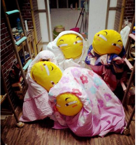 汉一高校寝室集体中奖的搞笑图表情购买1抱枕v寝室滑稽女生图片