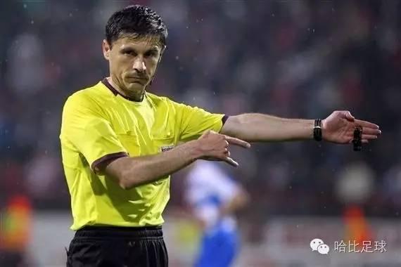 【足球英语】图解裁判最常用的7个手势,从此告