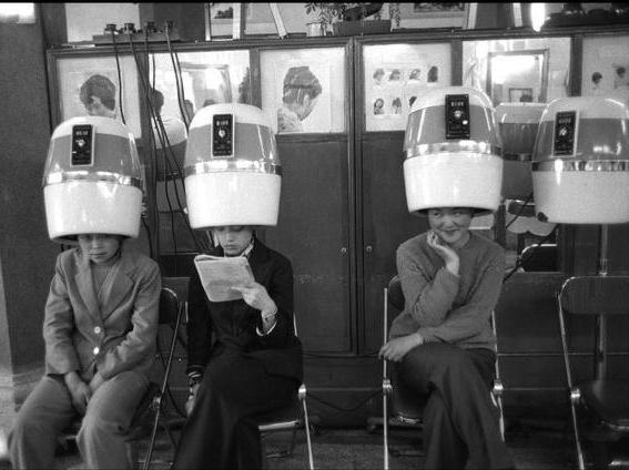 去理发店想要烫发该怎么办?图片