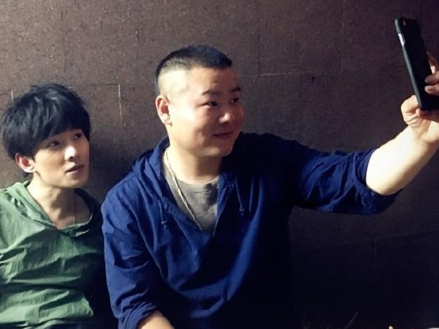 小岳岳拍电视剧幻想起以前的出恋图片