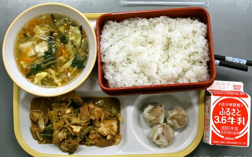 日本小学生午餐吃什么?