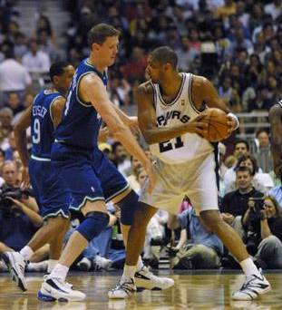 街头篮球邓肯身高_邓肯篮球教学街头篮球邓肯pf身高邓肯篮球脚