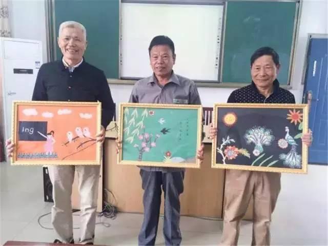 们还将自己做的布贴画送给七十八十岁生日的爷爷奶奶.