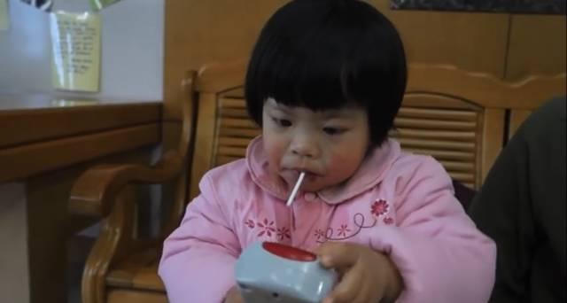 四岁之前的全部回忆 她出生在中国湖南,因为患有唐氏综合症 出生后不图片