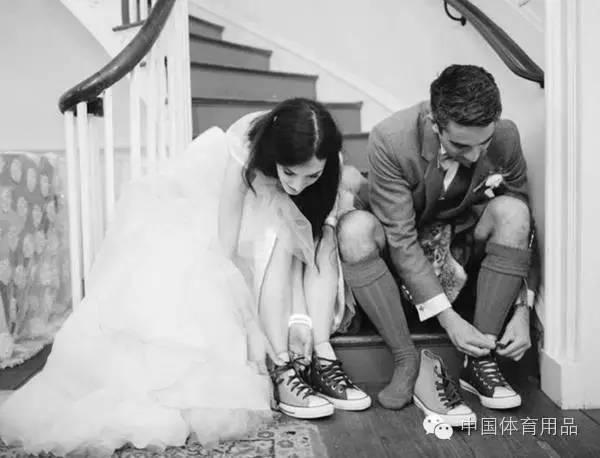 尚品 | 这样的,无限挑战111112球鞋配婚纱时尚又得体!