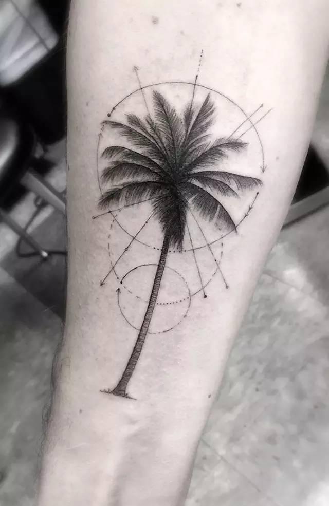 woo创作的图形包括如棕榈树,狼,星座等等,线条十分精致细腻,充满了