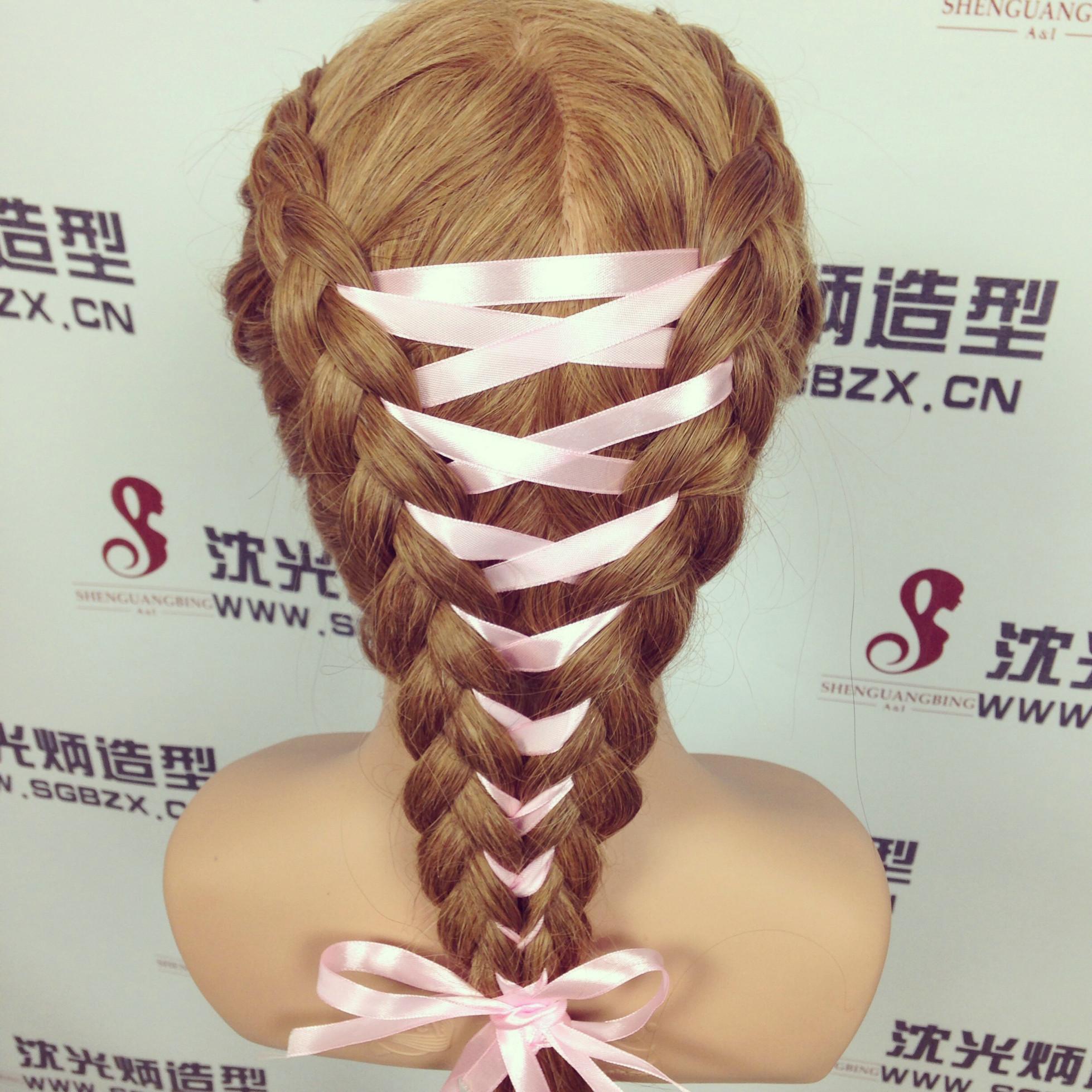 2016彩带编发扎发打造与众不同的非主流发型风格!