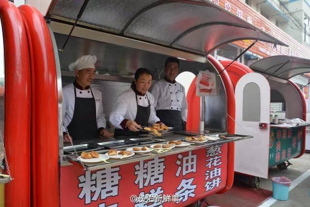 吃街正式开业 海贼王路飞萌照片70余家小吃店端出 舌尖