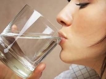 """【衡水说】多喝水能治疗感冒?事实并非如此!"""""""
