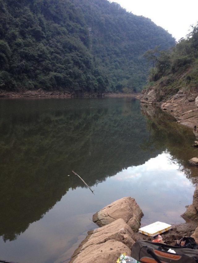 大山里的野河,钓鱼路来详解,把她一个人放家里!xilinxip爬山图片