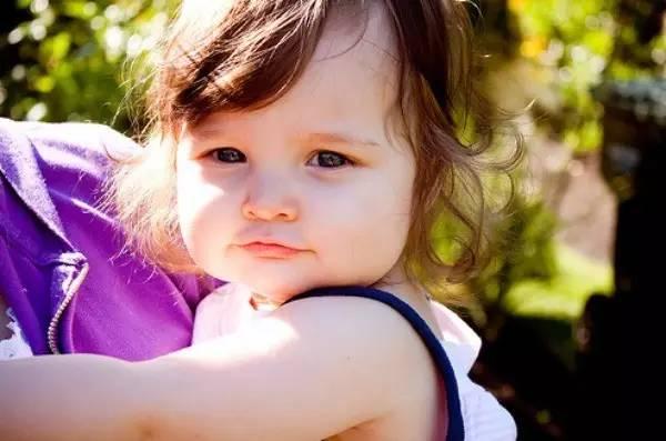 育儿知:性格内向又怕生的孩子,真的不如外向活泼的孩子吗