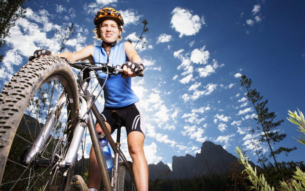 """AR+头盔:给骑行者添一双眼睛,骑车更安全"""""""