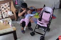 【震惊】保姆给宝宝啃刚剪过脚的指甲钳,还拿遥控器扇孩子…...
