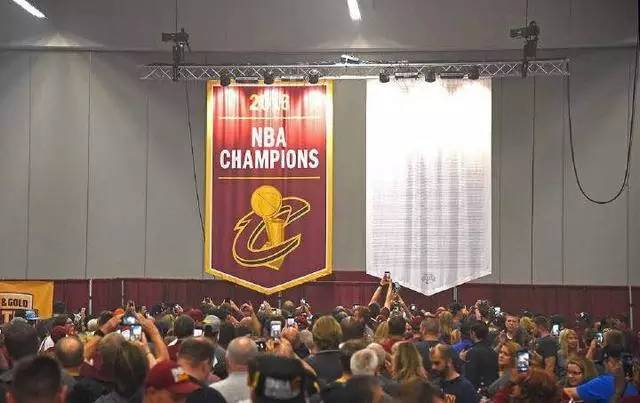 骑士队史首张冠军旗帜曝光 以前NBA各队的冠军旗帜都长啥样图片