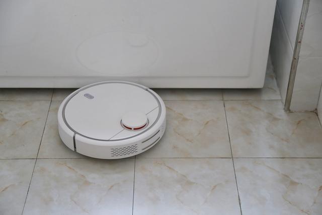 米家扫地机器人不仅仅局限于一个房间的清扫,它可以覆盖整个家庭,包括图片
