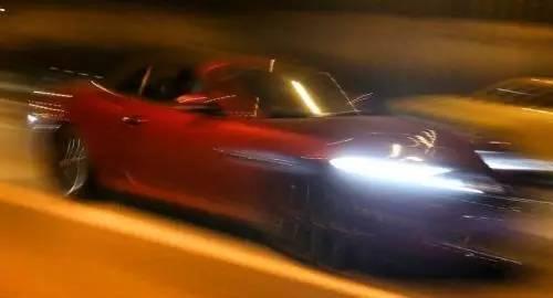 """开车超速不被罚款,教你两招小技巧"""""""