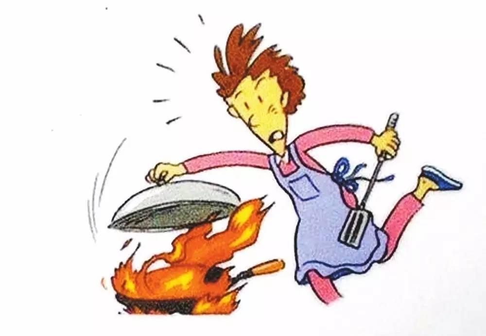油锅着火瞬间她拿起一盆水泼了过去,结果被大面积烧伤图片