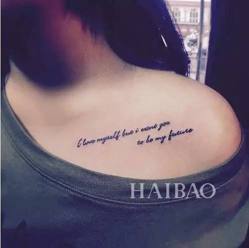 字母纹身在指间还可选择对自己重要的人的名字英文缩写和拼音缩写等等