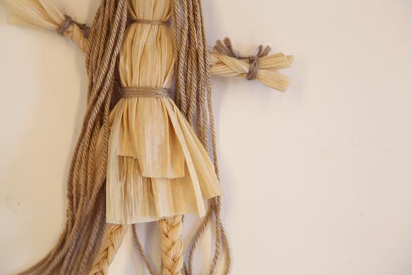 艺术创想手工制作:玉米皮废物利用手工制作娃娃