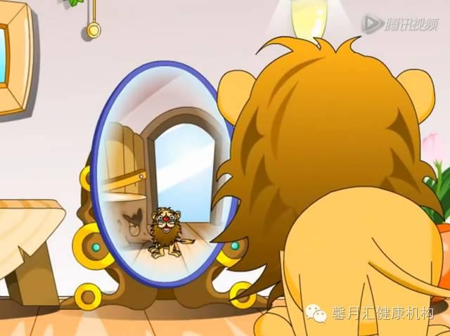 照哈哈镜的狮子