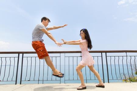 男人喜欢抱女人做腿上