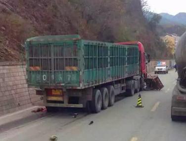 承德兴隆县112线上发生车祸,司机当场被撞分尸!