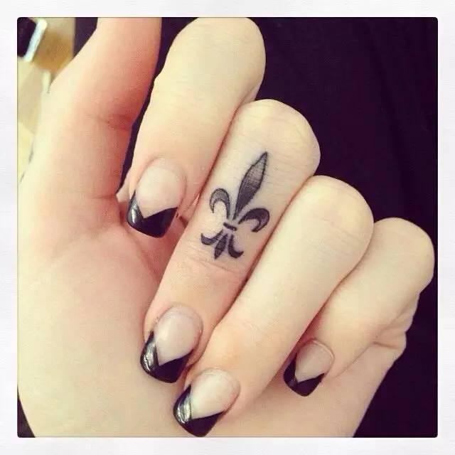 手指上的小纹身素材参考