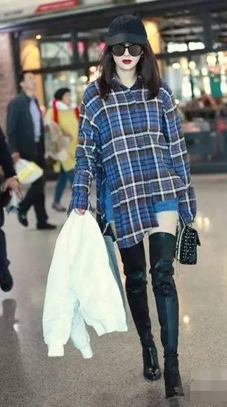 杨幂最新街拍 驾驭过膝长靴大秀美腿图片