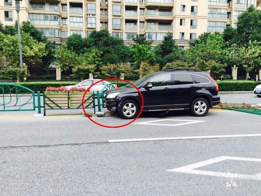 吴江突发离奇的交通事故!就在奥林清华和邻里