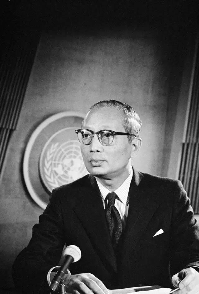 1971年10月26日,联合国秘书长吴丹向中华人民共和国外交部代部长姬鹏飞发电报,正式通知联合国大会决议.