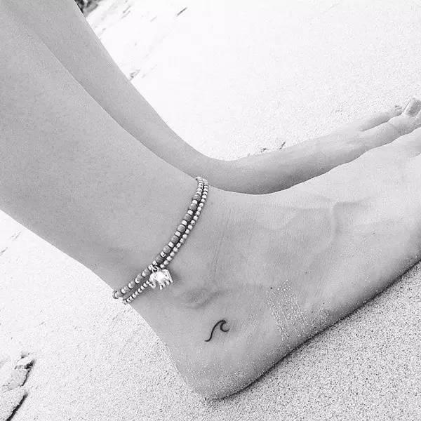 """后颈,手腕,耳后,脚踝……对于初次尝试纹身的""""小白鼠"""",细小的可爱"""