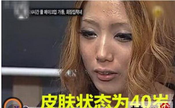 好在小裴美眉终于认识到,过度浓妆的差劲之处,开始觉得素颜和淡妆也很美了~   想来这样小裴美眉的妈妈终于不用担心,她带妆太久了。不过,她估计要通过长时间的肌肤管理来恢复肌肤的活力了~不过看她开心的样子,要是能够恢复到20多岁的肤质,这一切应该都是值得的。   变美有风险化妆需谨慎,还是半永久值得信赖!