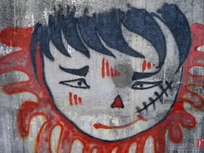 这些彩绘一幅幅形象各异、寓意不同.-邕江边上惊现上百涂鸦墙 网友