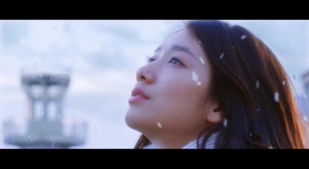 成人电影天空_再来一个绝美画面,45度仰望天空.电影里的朴信慧好漂亮.