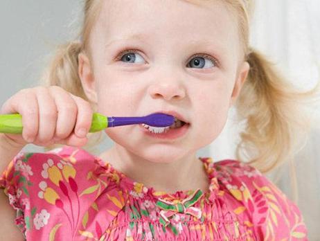 孩子早上不愿起床刷牙洗脸怎么办?丨育儿大师