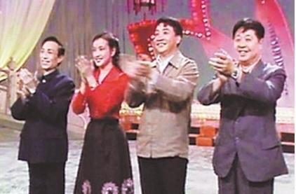 1983年第一届央视春晚主持人图片