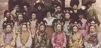但历史上的清朝后宫佳丽到底是什么样子呢,我们以溥仪和光绪做个参考
