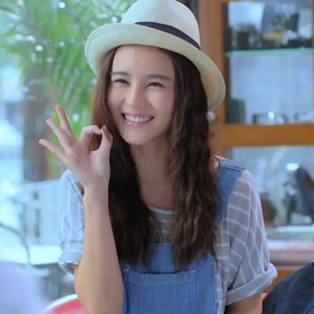"""谁说短发才能美?宋慧乔,刘亦菲,赵丽颖她们的""""小碎卷""""图片"""