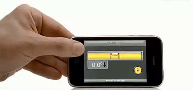 庆幸的是,当时的智能手机所具备的功能比较简单,如录音机,指南针,水平图片