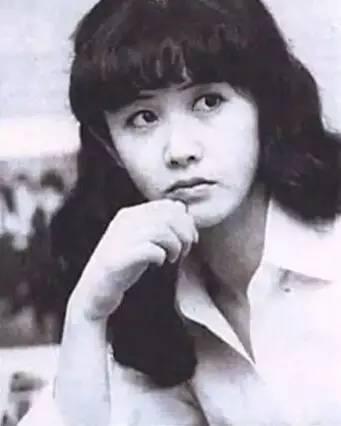 气质孕育了她,中岛美雪自幼就表现出极强的艺术天赋,不到 -22