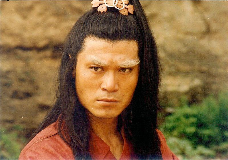 没错,这就是我们的主角,白眉大侠徐良,饰演者赵恒煊.