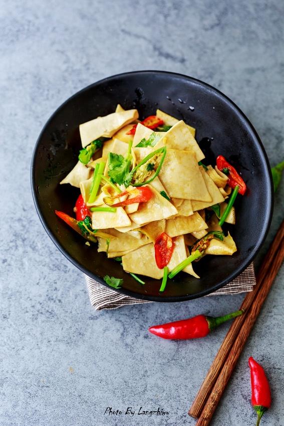 辣椒炒豆腐皮,增加免疫力的家常菜!